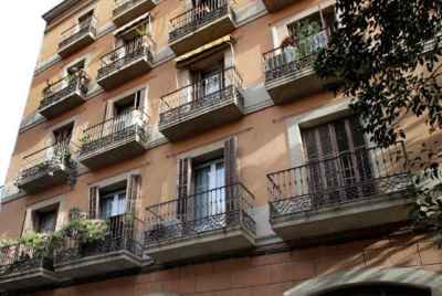 Renovated apartment building for sale in central Barcelona